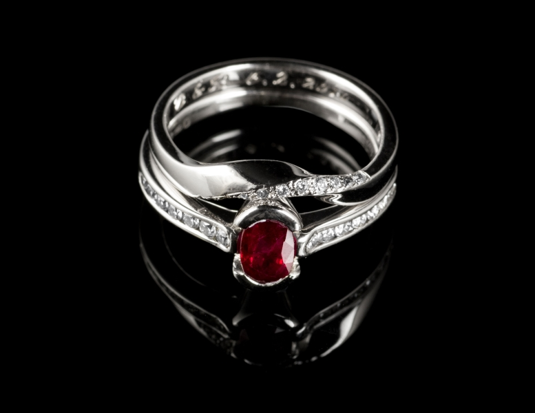 18ct gold ruby engagement ring with twist wedding ring.